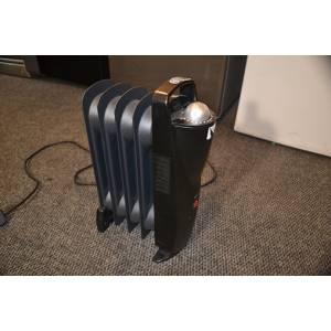 Масляный мини радиатор Blyss CYPA-5 на 4 секции мощность 0,5 кВт черного цвета