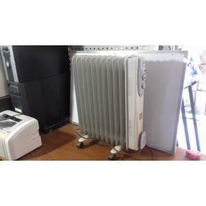 Масляный радиатор HOME Fkos 11 на 10 секций б/у  мощность 2 кВт белого цвета