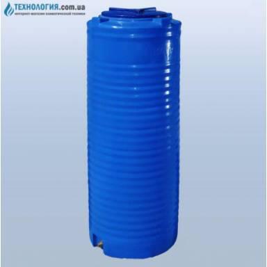 Емкость объемом 300 литров узкая, двухслойная в вертикальном исполнении